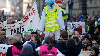 Tensão em Paris em dia de greve geral
