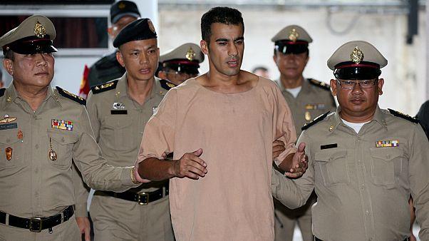 لاعب كرة القدم اللاجئ البحريني حكيم العريبي أثناء حبسه في تايلاند