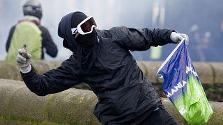 Γαλλία: Υπερψηφίστηκε ο αμφιλεγόμενος νόμος για περιορισμό των βίαιων διαδηλώσεων