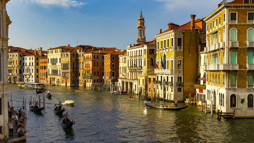 Tourists told to book online to visit Venice in the future