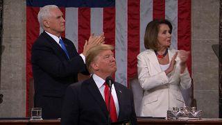 """شاهد: أعضاء الكونغرس يغنون """"عيد ميلاد سعيد"""" لأحد الناجين من المحرقة"""