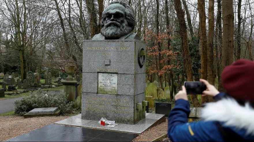 «چکش» افراد ناشناس به مزار کارل مارکس آسیب رساند