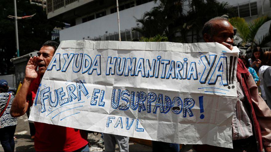 Apoiantes do líder da Assembleia Nacional num protesto contra Maduro