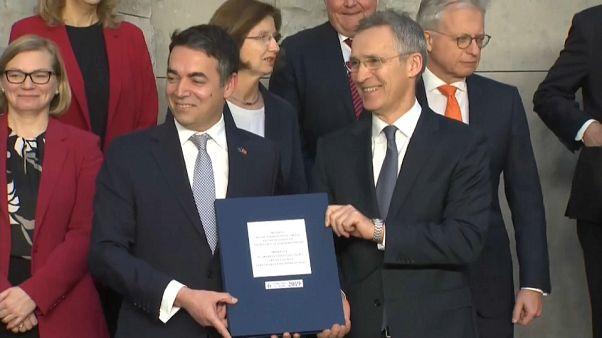 Makedonya'nın NATO'ya katılım protokolü Brüksel'de imzalandı