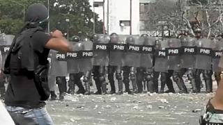 Venezuela ordusu insani yardım konvoyunu Kolombiya sınırında durdurdu