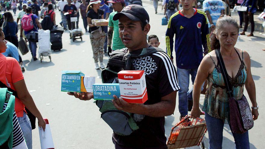 """Венесуэла: помощь или """"дешевое шоу"""""""