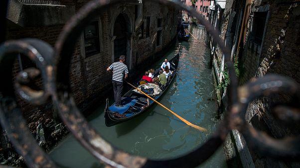 Regisztrálnia kell majd annak, aki Velencébe utazna