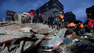 Tragedia en Estambul al derrumbarse un edificio habitado