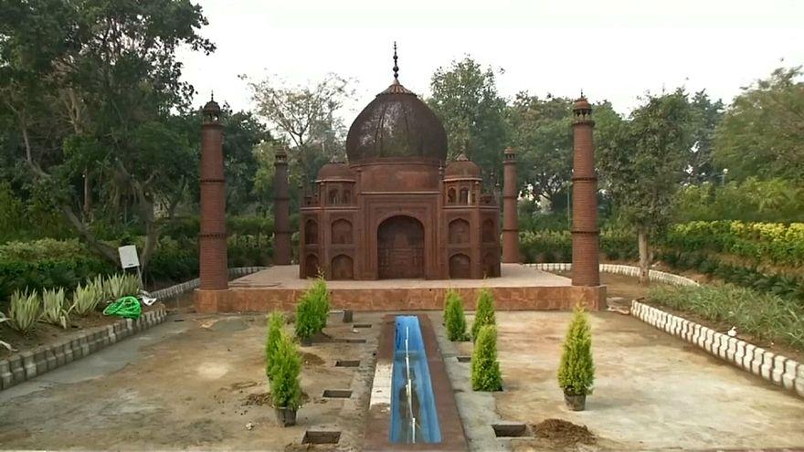 Hindistan'da hurda malzemeleri 'Dünyanın Yedi Harikasına' dönüştürüldü
