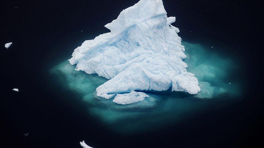 Grönland'da bir buzdağı