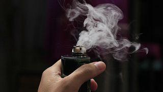 مقتل أمريكي بعد انفجار سيجارة إلكترونية في فمه