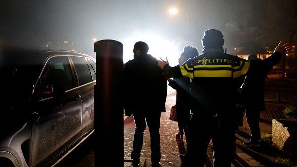 صورة من الأرشيف لعنصر من الشرطة الهولندية