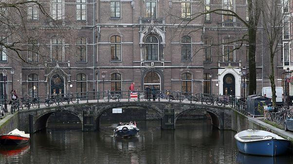 Ένοπλο εξουδετέρωσε η αστυνομία του Άμστερνταμ στο κέντρο της πόλης