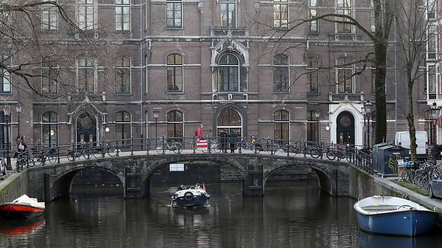 Amsterdam'da silahlı bir kişi merkez bankası yakınında vuruldu