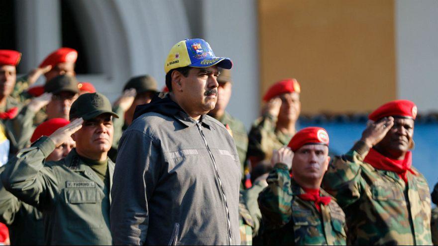 آمریکا: در صورت پیوستن نظامیان ونزوئلا به گوایدو تحریم آنها لغو میشود