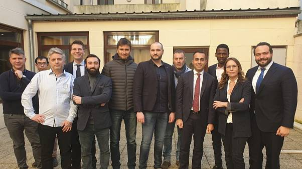 """Visita de Luigi di Maio aos """"coletes amarelos"""" irrita Paris"""