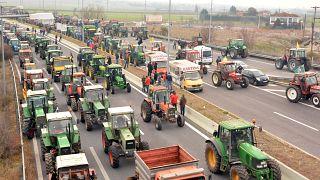 Ελλάδα: Κλιμακώνουν τις κινητοποιήσεις τους οι αγρότες