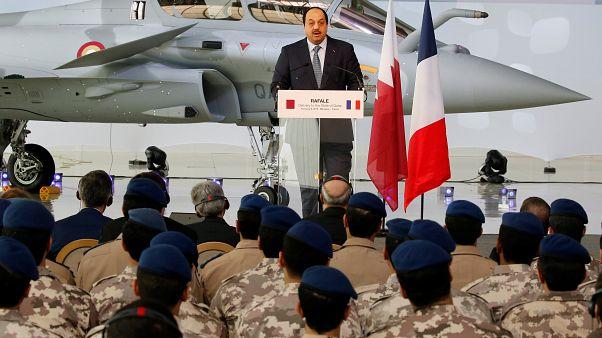 وزير الدولة لشؤون الدفاع  خالد بن محمد العطية أثناء تسلم الطائرة المقاتلة