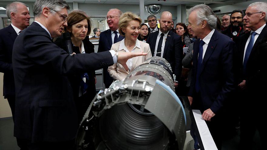 Florence Parly et Ursula von der Layen visitent l'usine de Safran