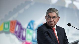 """Nuevas denuncias de acoso contra Óscar Arias: """"Me pasó la mano entre los pechos"""""""