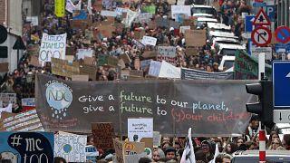 Belçika'da 20 bin genç iklim için yürüdü