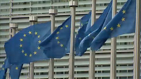 Η Κομισιόν αναθεωρεί προς τα κάτω τις προβλέψεις για την ανάπτυξη στην Ευρωζώνη