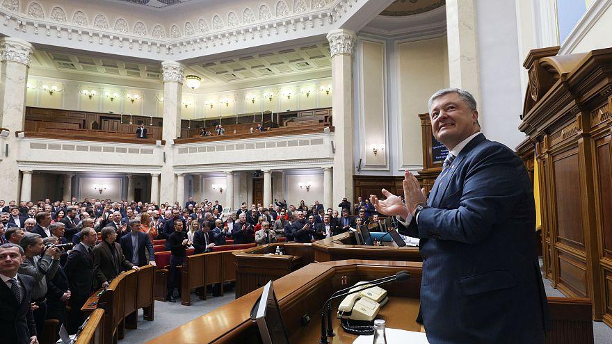 Az ukrán parlament megszavazta a NATO- és EU-csatlakozás alkotmányba foglalását