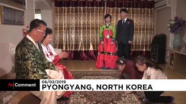 """Поклон """"сэбэ"""" и шоу дронов: как отметили Новый год в Пхеньяне"""