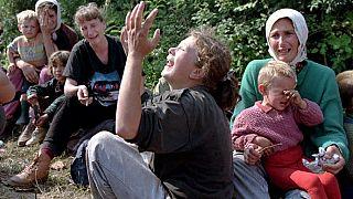 Yakınları katledilen Bosnalı Müslümanlar