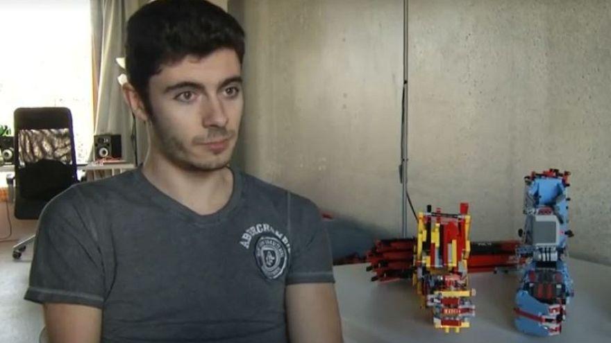 El estudiante español que hace prótesis con piezas de LEGO