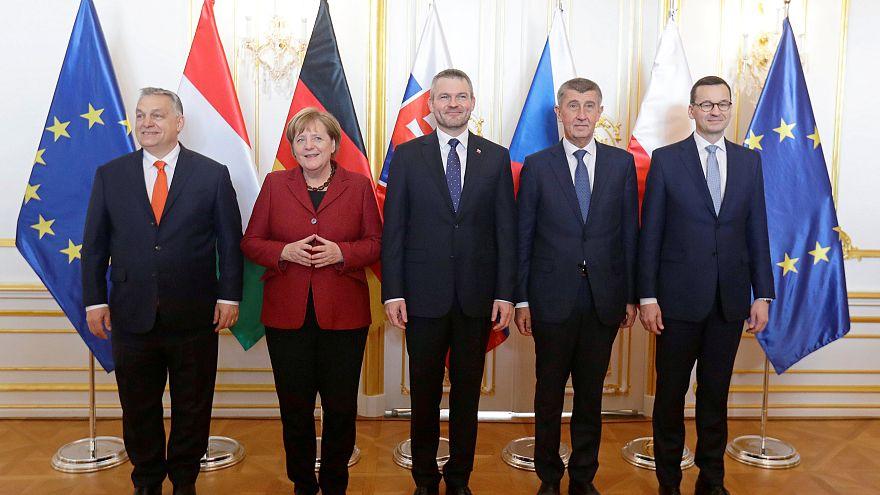 Меркель пообещала Вышеградской четвёрке бороться с нелегалами