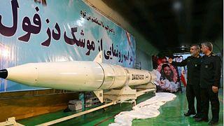 İran, yeraltı fabrikasında 1000 km menzile sahip Dezful füzesini tanıttı