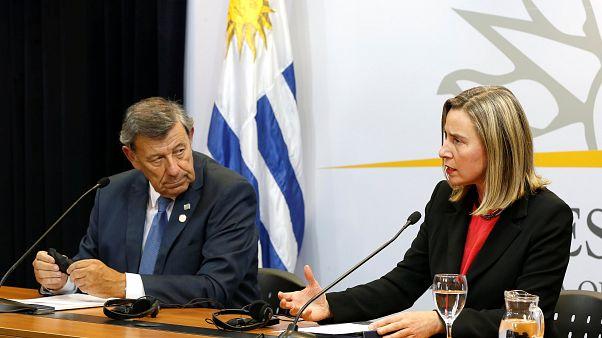 Урегулировать кризис без насилия и внешнего вмешательства - Могерини