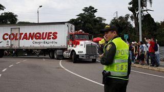 ABD'nin Venezuela için gönderdiği insani yardım konvoyu Kolombiya sınırında