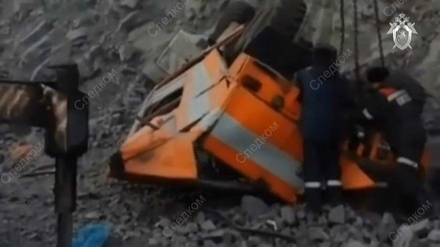 В Кемеровской области упал с обрыва автобус с шахтерами