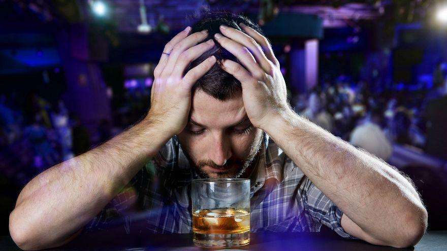 Önce şarap veya bira, hangi sırada içerseniz için alkollü içkiler aynı etkiyi yapıyor
