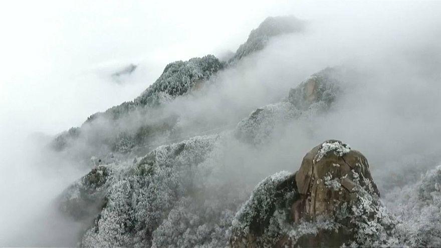 Священная гора Цзюхуашань покрылась инеем