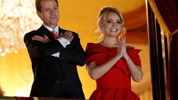 سيدة المكسيك الأولى سابقا انجليكا ريفيرا مع زوجها الرئيس السابق إنريكي بيني