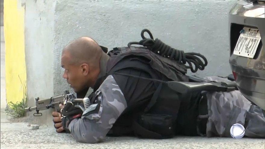 Filmbe illő utcai lövöldözés Rióban
