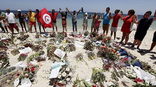 Tunus'ta 60 kişinin öldürüldüğü terör saldırılarının sanıklarına ömür boyu hapis cezası