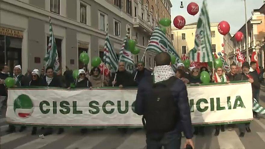آلاف الإيطاليين يتظاهرون في روما ضد سياسات حكومتهم الاقتصادية
