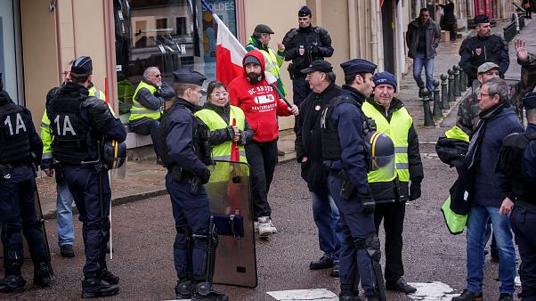 Protester loses hand in 'gilets jaunes' demonstration