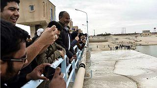 شادی ایرانیها از سرازیر شدن سیلاب افغانستان به زابل