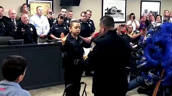 Video: Kanser hastası kız çocuğu polis olma hayalini gerçekleştirdi