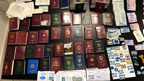 Εξάρθρωση σπείρας πλαστών διαβατηρίων