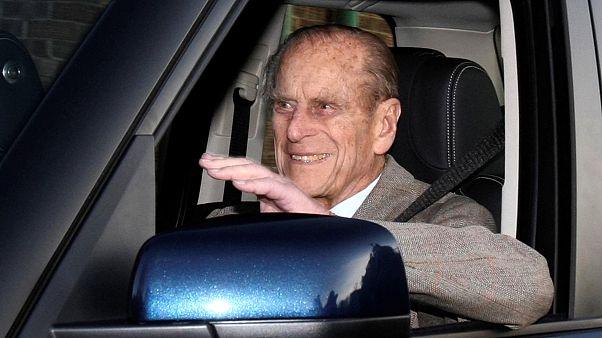 Duque de Edimburgo entrega carta de condução
