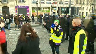 Γαλλία: Ξανά στους δρόμους τα «Κίτρινα Γιλέκα»