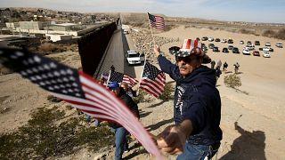 Un muro humano en la frontera con México