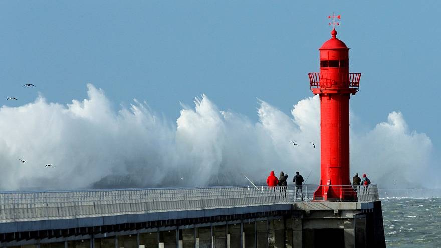 Sturmtief Uwe mit bis zu 140 km/h: Von Frankreich bis in die Schweiz