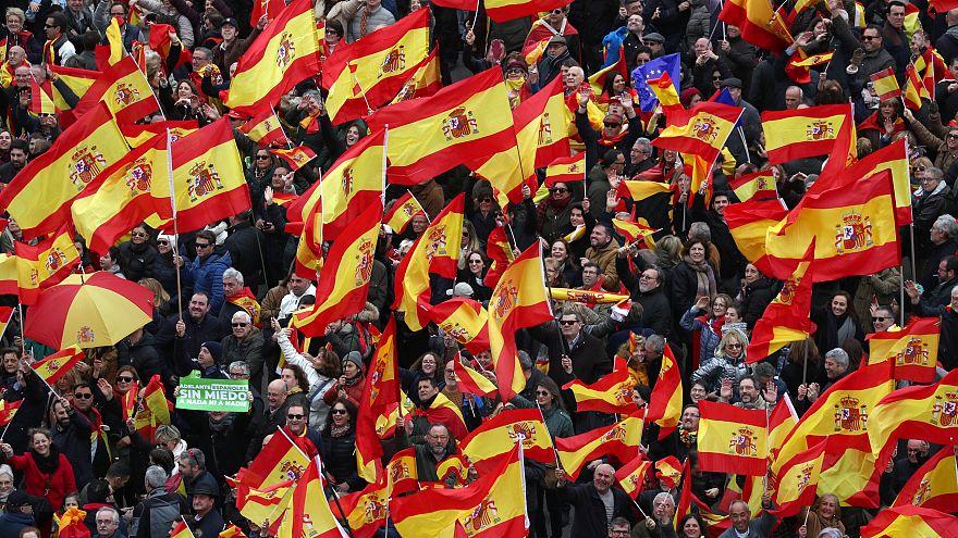 شاهد: اليمين المتطرف في مدريد يطالب باستقالة رئيس الوزراء الاشتراكي